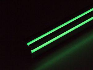 超高輝度蓄光ステップ2本線_蓄光時