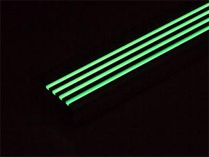 超高輝度蓄光ステップ4本線_蓄光時